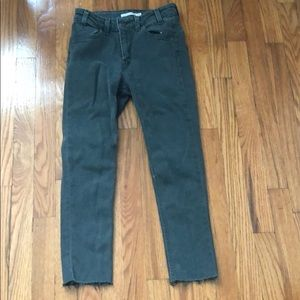 Levi's gray cropped  skinny jeans!